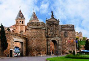 o-puerta-de-bisagra-nueva-porta-nova-de-bisagra-guardando-entrada-à-cidade-de-toledo-spain-29854175